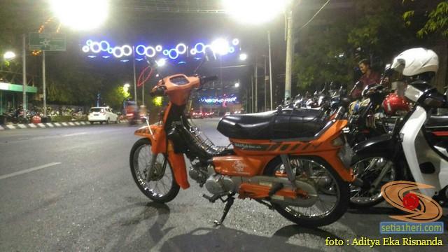 Penampakan motor jadul Honda Astrea Grand warna orange pak pos (1)
