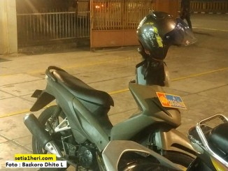 Pengalaman warganet pakai sepeda motor dinas plat polisi atau TNI dijalan, monggo disimak brosis...