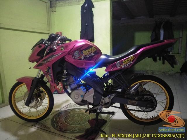 Kumpulan gambar modifikasi Yamaha Vixion warna pink brosis (22)