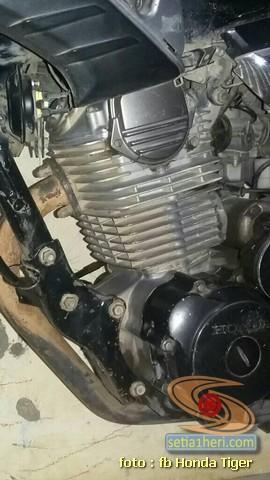 Cara bersihin kerak pada blok mesin Honda Tiger