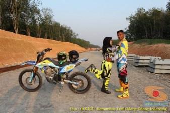 Kumpulan foto romantisme anak motor trail maupun prewedding biker (30)