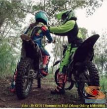 Kumpulan foto romantisme anak motor trail maupun prewedding biker (44)