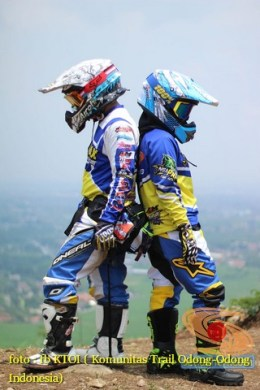 Kumpulan foto romantisme anak motor trail maupun prewedding biker (51)