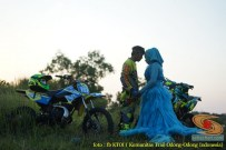 Kumpulan foto romantisme anak motor trail maupun prewedding biker (64)