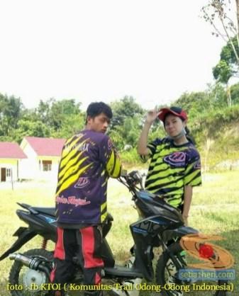 Kumpulan foto romantisme anak motor trail maupun prewedding biker (65)