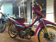 Modifikasi honda supra x warna pink