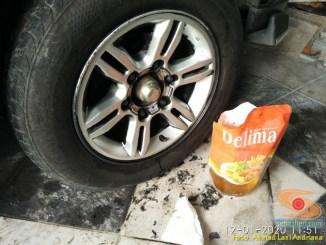 Kegunaan minyak goreng untuk membersihkan cat karet carlass pada mobil