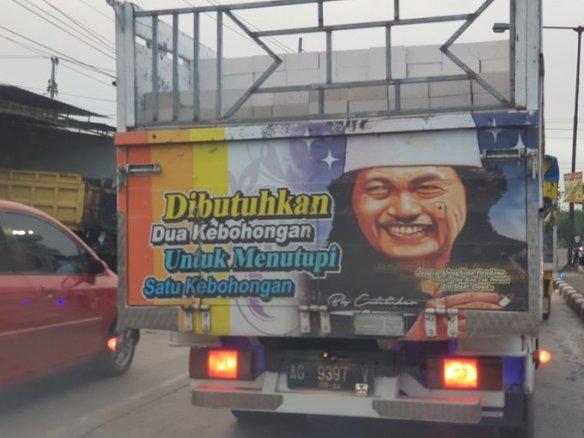 lukisan tokoh dan kata inspiratif pada bokong truk Indonesia (5)