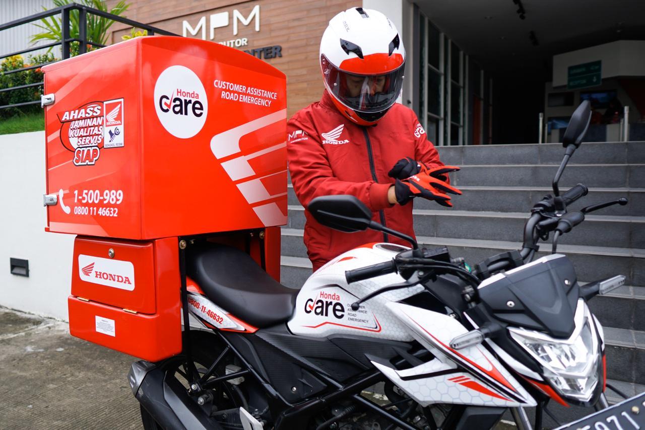 Sepeda motor Honda trouble di jalan kontak Honda Care Jawa Timur brosis. (1)