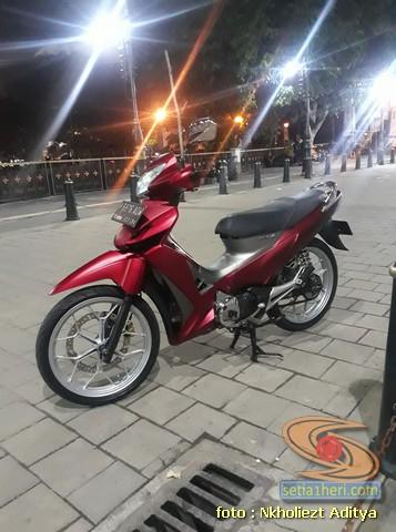 Modifikasi Honda Supra X 125 warna merah mazda silver brosis