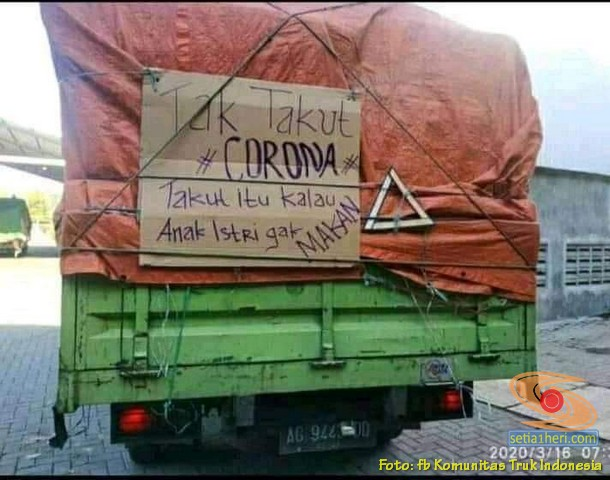 Tulisan bokong truk : nuruti corona, anak bojo ora iso mangan