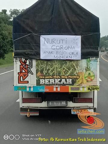 Tulisan bokong truk : nuruti corona, anak bojo ora mangan