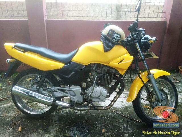 Kumpulan foto nostalgia Honda Tiger 2000 warna kuning brosis.. (16)