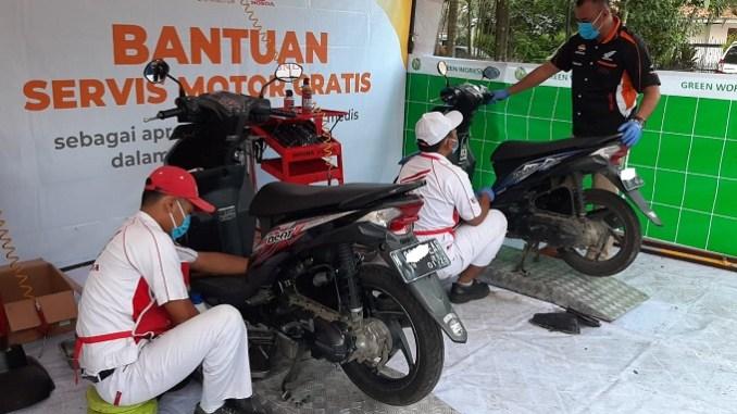 CSR MPM Honda Jatim Berbagi servis motor dan ganti oli gratis untuk 250 tenaga medis di rumah sakit Malang (1)