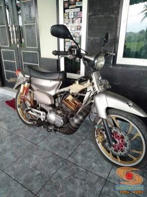 Modifikasi Yamaha RX King berubah jadi motor bebek retro klasik atau swap engine (12)