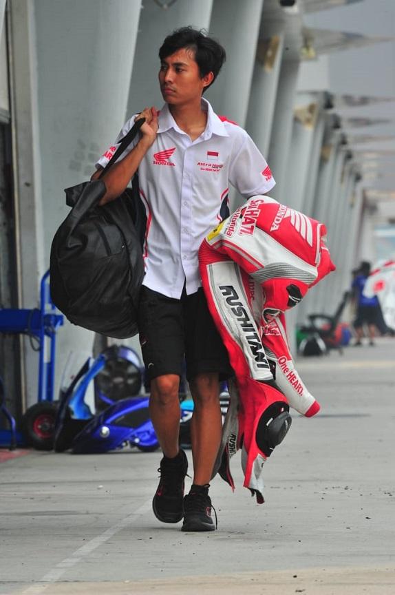 Begini Cara Pebalap Astra Honda Merawat Baju Balap (wearpack)