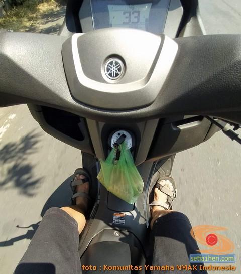 Plus minus posisi kunci sepeda motor Nmax dibuat gantungan belanjaan, Ini solusi alternatifnya (1)
