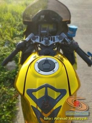 Modifikasi hedon Suzuki GSX-R 150 warna emas istimewa asal Bekasi (2)