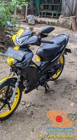Kerenn...Modifikasi Honda Supra X 125 warna belang kuning hitam ala Luna Joker gans…