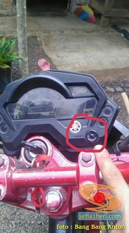 Apa fungsi tombol dekat speedometer pada Yamaha Byson buat pemula saja gans...