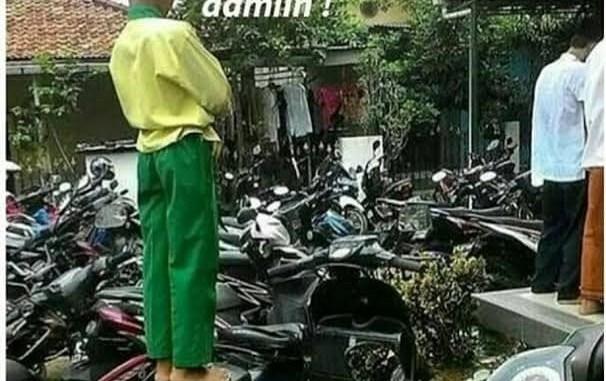 Sholat jum'at gokil diatas sepeda motor.. (2)