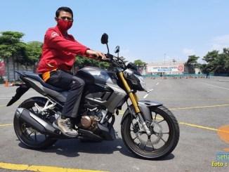 Lebih dekat dengan Honda CB150R tahun 2021 edisi spesial warna Armored Matte Grey (2)
