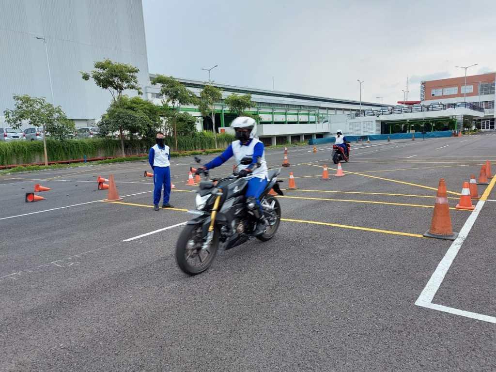 Komunitas Honda CB150R dapat Training Safety Riding Motor All New CB150R 2021 dari MPM Honda Jawa Timur