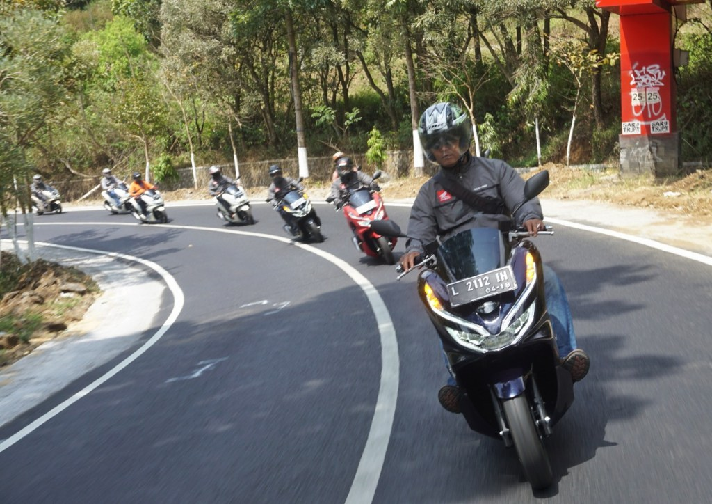 Teknik naik motor di kontur jalan tanjakan dan turunan, monggo disimak gans (1)