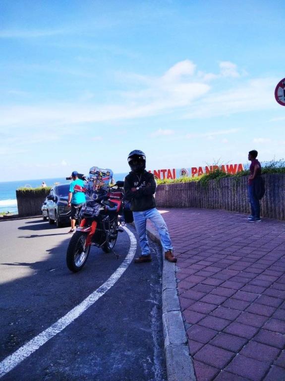Suka duka turing pakai sepeda motor bebek, yang penting happy gans...