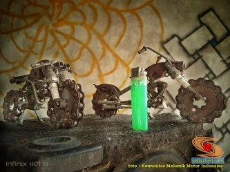 Kreativitas miniatur sepeda motor dari suku cadang bekas di bengkel motor (1)