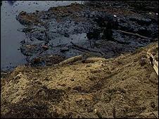 نشت نفت رودخانه کشکان را آلوده کرد