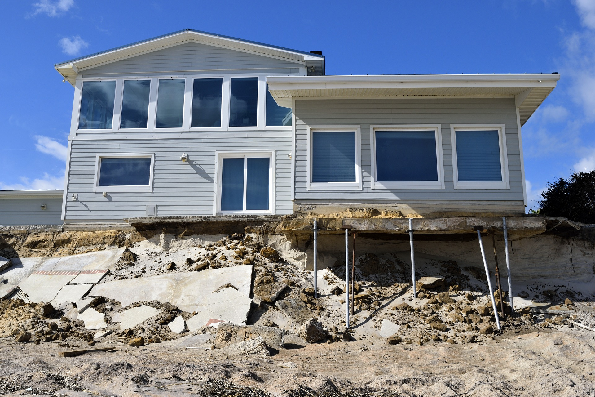 beach-house-erosion