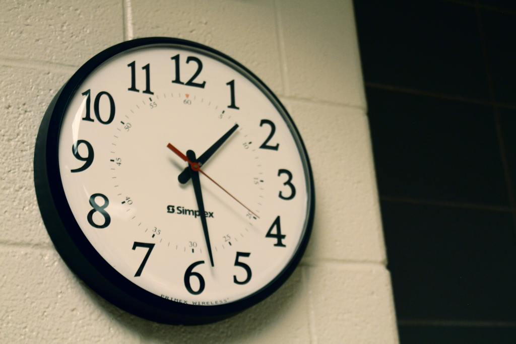 analog-clock-on-wall