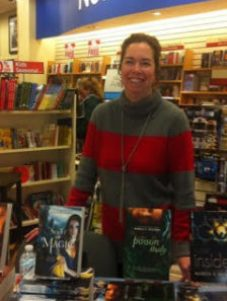 Snyder at an event at the Midtown Scholar. She did a panel discussion and signed books.