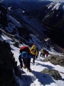 ピーク直下の急登を慎重に進む