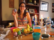 Creative egg dying accomplice