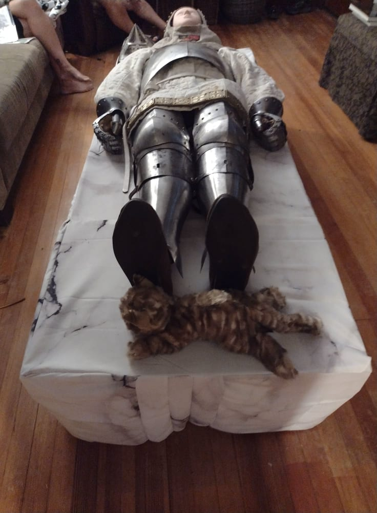 Dummy as armored tomb effigy