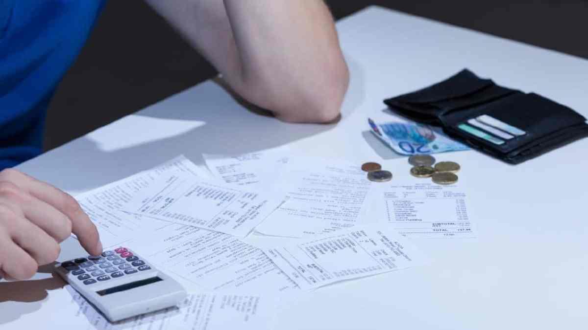 4 em cada dez inadimplentes no SPC devem até R$ 500, destino de recursos do FGTS deve ser a quitação de dívidas