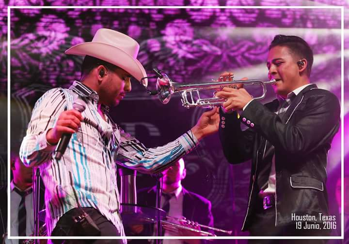 Espinoza Paz con mariachi presenta nuevo disco