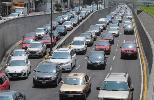 """""""Padres de familia"""" realizan bloqueos en apoyo a la CNTE"""
