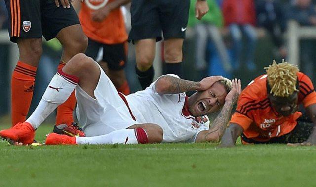 Jérémy Ménez perdió pedazo de oreja en pleno partido