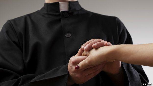 Encubren supuesta relación sentimental de sacerdote con mujer fallecida en el Estado de México