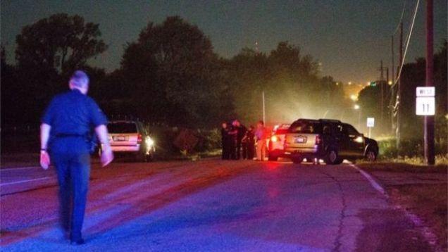 Policía trabajando en el lugar de la muerte de Crutcher.AP