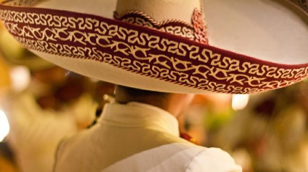 charro-mexicano-o-sombrero-de-mariachi