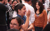 Para mejorar la calidad de vida de las familias de la capital mexiquense, el gobierno municipal de Toluca organiza talleres como el de Risoterapia, realizado en el Museo del Alfeñique, que de una manera sencilla y divertida, permite optimizar la salud, reducir el estrés y tener una mejor actitud en el día a día, participan desde algunos muy pequeños, que apenas pueden caminar, hasta adultos mayores.