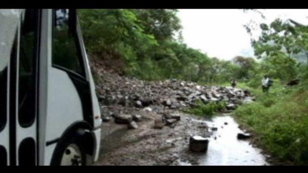Dos maestros mueren tras ser arrastrados por alud en Hidalgo