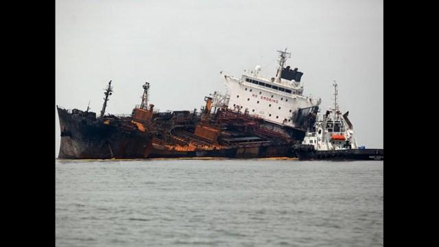 Confirman presencia de manchas en el mar cerca del buque Burgos