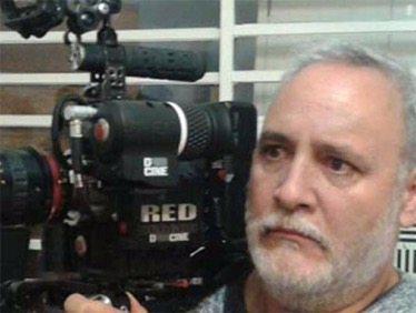 Hijo y novia asesinan al cineasta León Serment y a su esposa