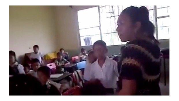Policías detienen a maestro que denunció a #LadyLibros