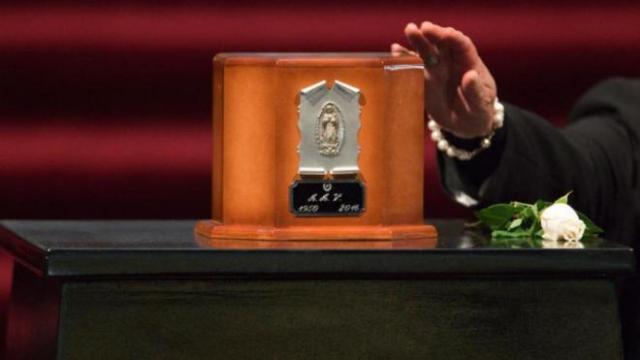 Aseguran que urna en Bellas Artes no tenía cenizas de Juan Gabriel
